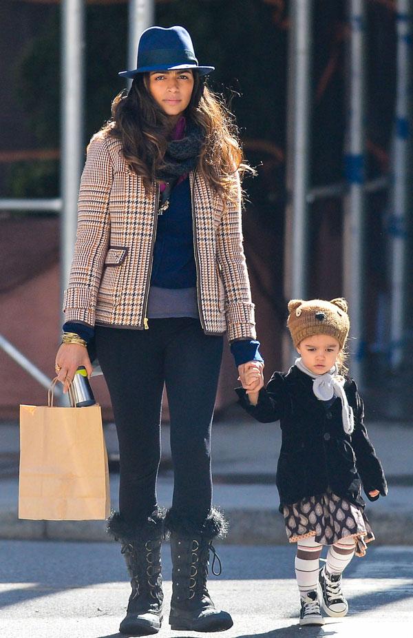 Camila Alves y su hija Vida en Nueva York