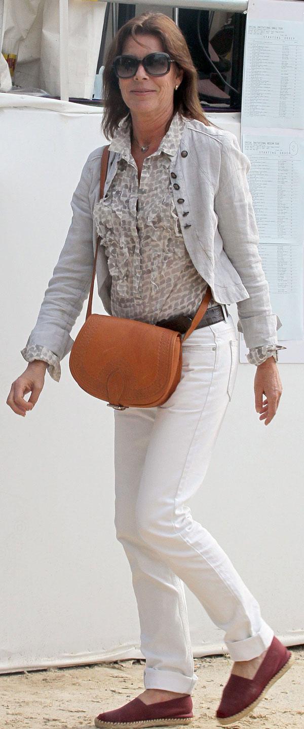Alpargatas y bolso de cuero