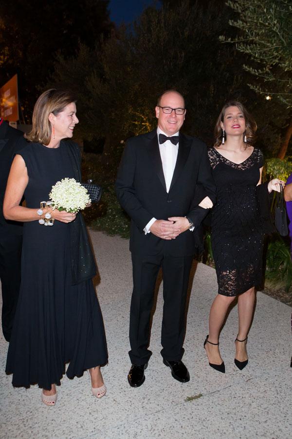 Carolina-Carlota-Alberto de Mónaco en una cena benéfica