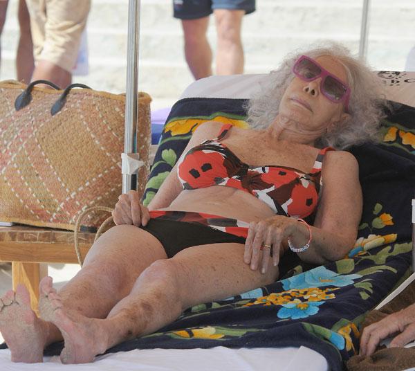 Cayetana Fitz-James Stuart, duquesa de Alba, en Cala Salada, en Ibiza
