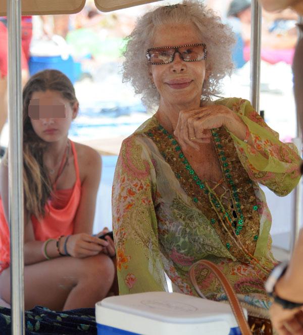 Duquesa de Alba, Cayetana Fitz-James Stuart, y su nieta Amina, en Ibiza