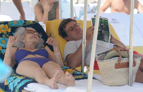 La duquesa de Alba y Cayetano Martínez de Irujo en Ibiza