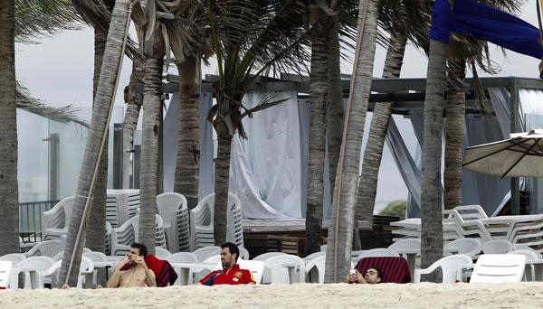 Cesc-Fabregas,-Busquets- en las playas de brasil