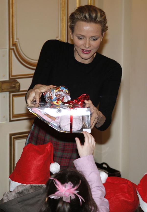 Charlene de Mónaco en la tradicional entrega de regalos a los niños en Palacio por Navidad Miércoles, 18 de diciembre 2013. Ciudad: Mónaco