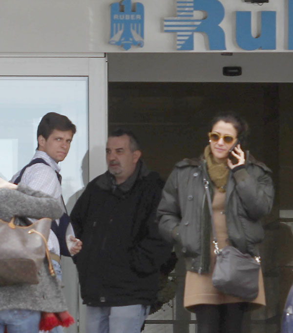 """EL TORERO JULIAN LOPEZ """" EL JULI """" Y SU MUJER ROSARIO DOMECQ EN LA CLINICA RUBER DE MADRID 23/01/2013 MADRID"""
