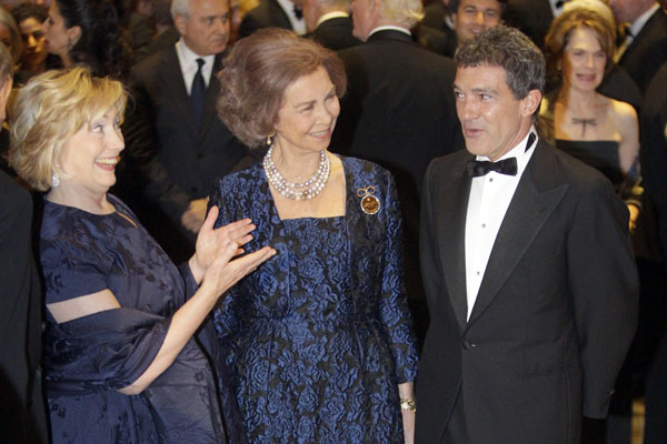 Hillary Clinton, la reina Sofía y Antonio Banderas en la gala de las medallas de oro Reina Sofía en el Waldorf Astoria de Nueva York