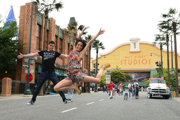 Christian Gálvez y Almudena Cid en Walt Disney Studios Paris