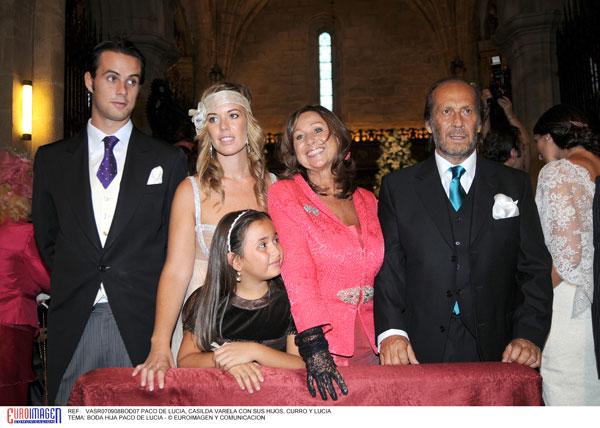 Paco de Lucía con su primera mujer, Casisda Varela, sus tres hijos mayores, Casilda, Lucía y Curro, y su hija pequeña, Antonia en 2008