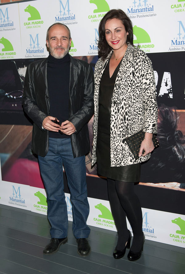 Fernando Guillén y su novia en el estreno de Fuera de ugar