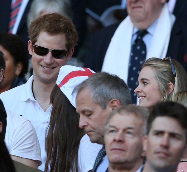 El príncipe Harry con su novia Cressida Bonas en el partido de las Seis Naciones de Rugby 10/03/2014