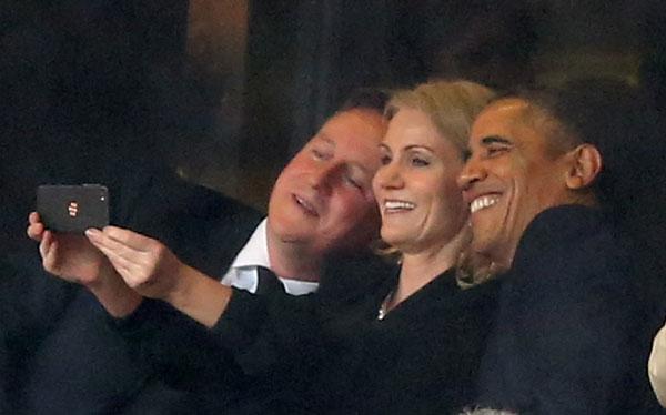 Helle Thorning-Schmidt entre David Cameron y Obama, selfie