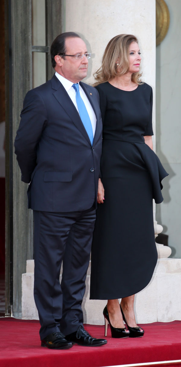 El presidente francés, Francois Hollande y Valerie Trierweiler, durante un acto oficial en París, Martes, 03 de septiembre 2013.