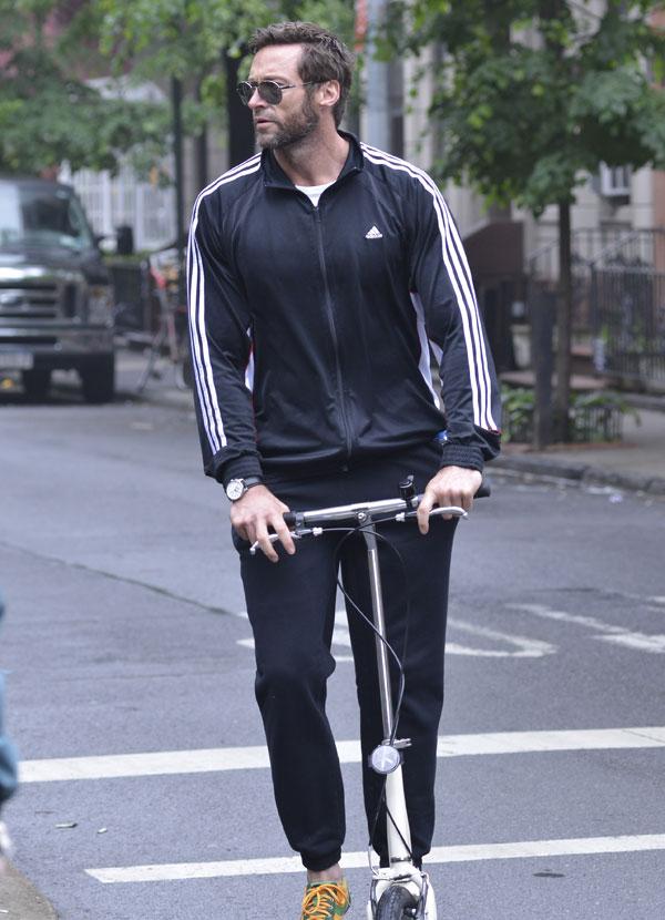 Hugh-Jackman en patinete por Nueva York