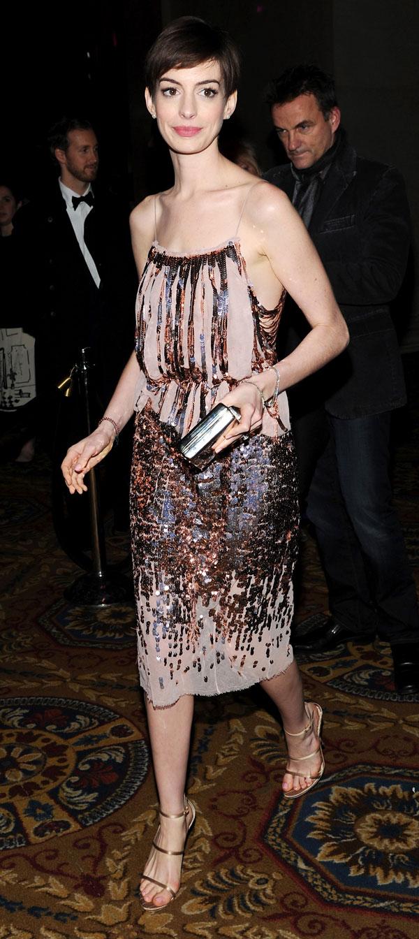 Hugh-Jackman-homenaje-Anne-Hathaway-vestido