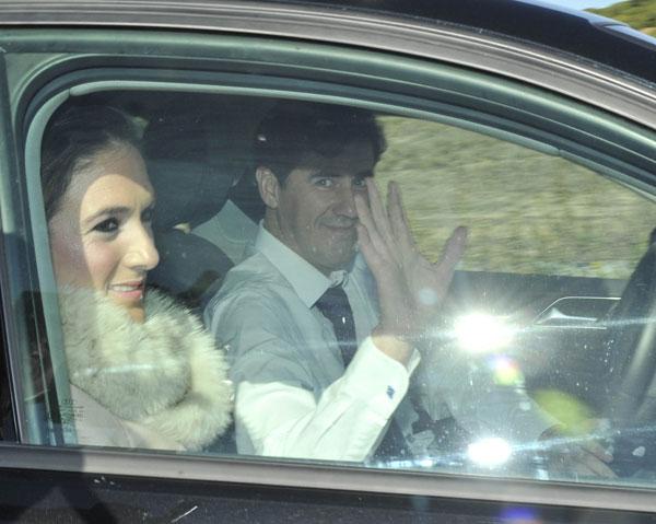 Humberto Janeiro y su novia a su llegada a la boda de Victor Janeiro y Beatriz Trapote