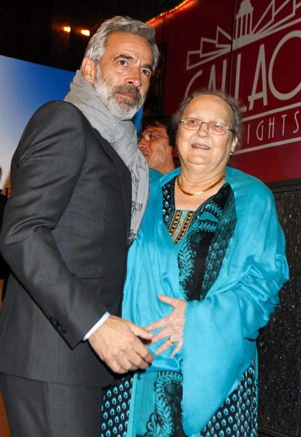 Imanol-Arias y Anne Perry en el estreno de Vicente Ferrer
