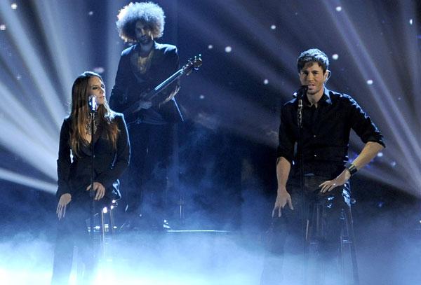 India Martinez y Enrique Iglesias en el show de la gala de los Premios Grammy Latinos 2013