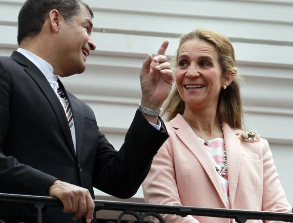 Infanta Elena de Borbón asiste a una ceremonia con el presidente de Ecuador, Rafael Correa, en el Palacio de Gobierno en Quito Ecuador, Lunes, 02 de junio 2014