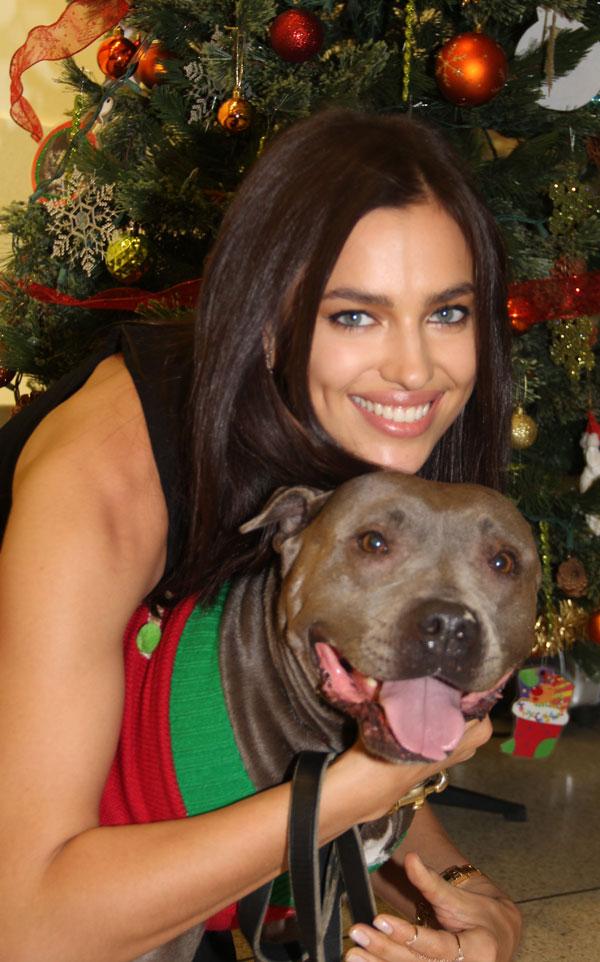 Irina Shayk en el albergue para animales abandonados de ASPCA en Nueva York