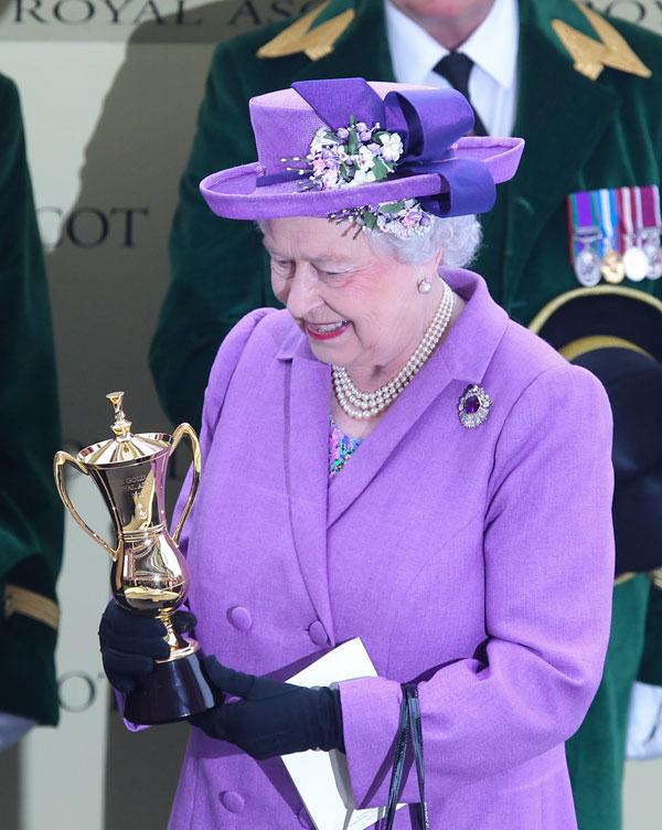 Isabel-II-entregó un -premio en Ascot