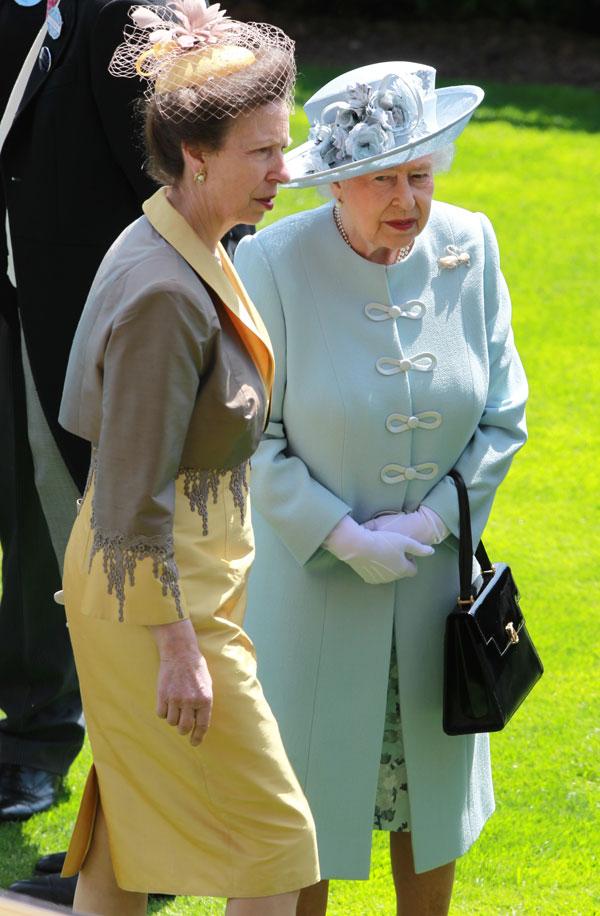 Isabel-II-con-princesa-Ana