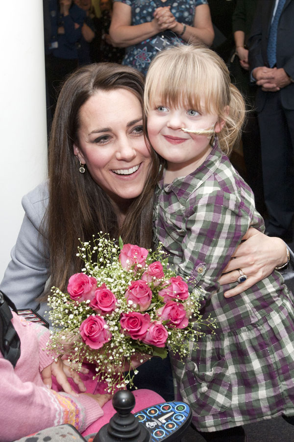 Kate Middleton y Demi Leigh en el Shooting Star House Hospice de Londres