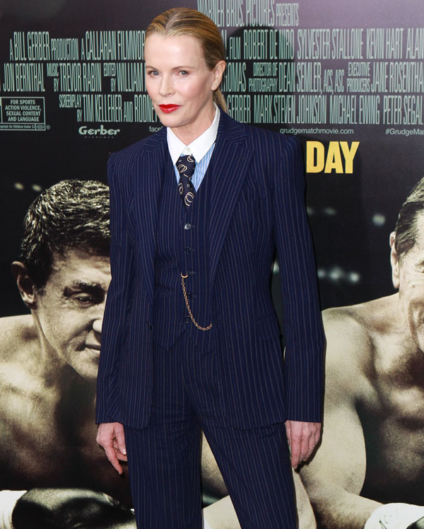 """La actriz Kim Basinger asiste al estreno mundial de """"Grudge Match"""", en beneficio del Instituto de Cine de Tribeca, en el Teatro Ziegfeld en Lunes, 16 de diciembre 2013 en Nueva York. Ciudad: Nueva York"""