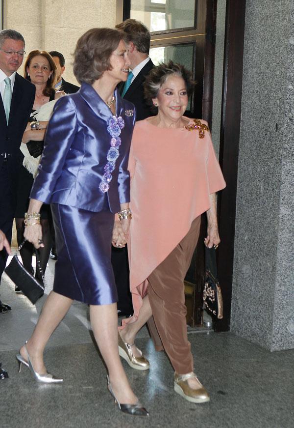 La-reina-con-Teresa-Berganza en el Teatro Real de Madrid