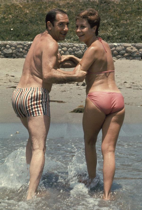 Lina Morgan y Alfredo Landa en una secuencia cinematográfica de los sesenta.