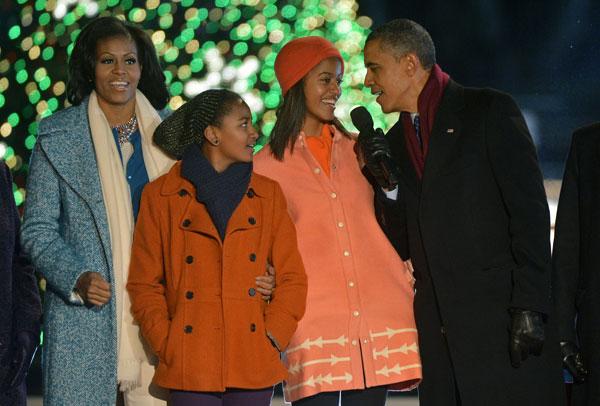 Michelle y Barack Obama con sus hijas