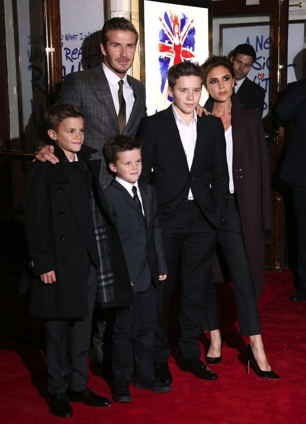 Victoria y David Beckham con sus hijos