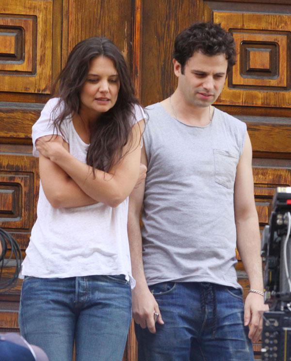 Katie-Holmes y Luke Kirby en el rodaje de Mania Days en Nueva York