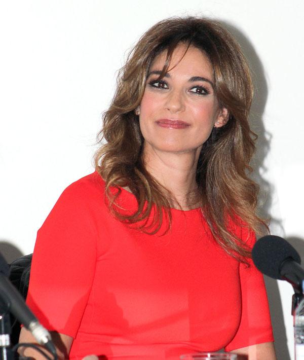 Mariló Montero, mujer de rojo y presentadora del libro de cocina 'Reduce, recicla, reutiliza' en Madrid