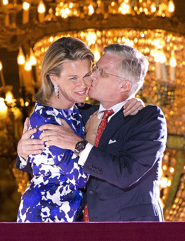 Matilde y Felipe en los fuegos artificiales que clausuraron su primer día de reinado en Bruselas