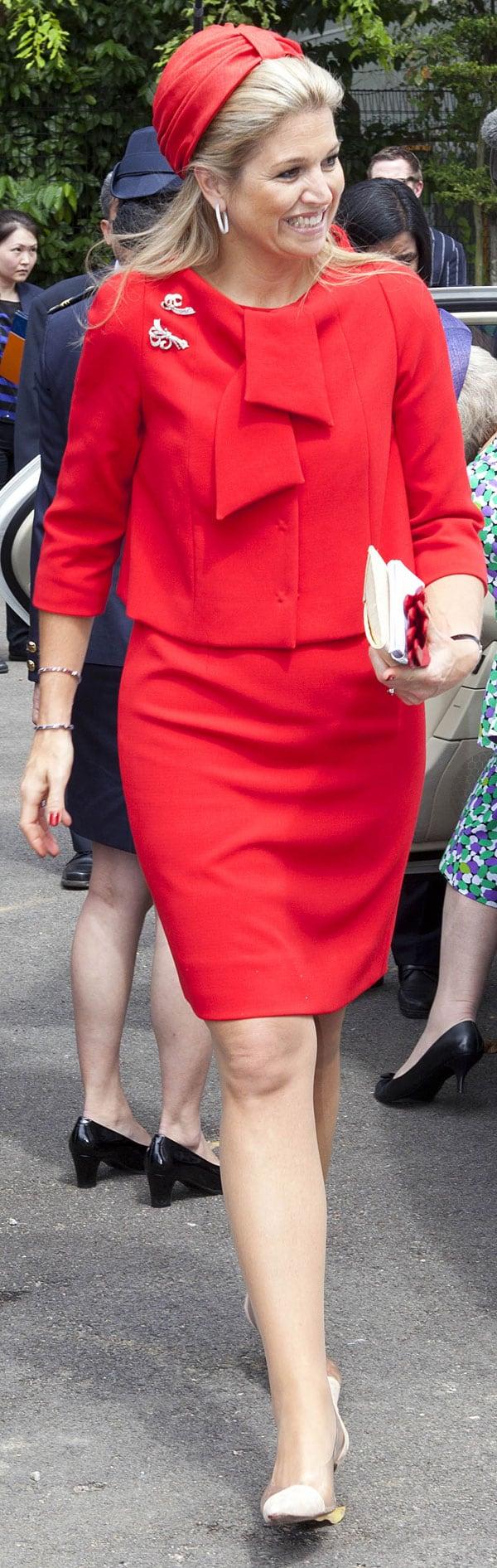 mujer-de-rojo