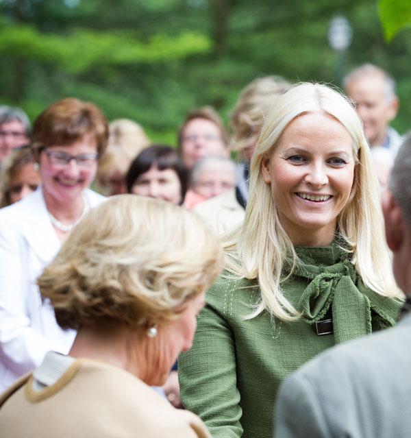 Mette-Marit y Sonia de Noruega en el homenaje a Camilla Collet en Oslo