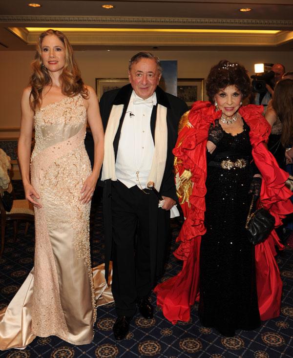 Mira Sorvino,-Richard Lugner-y-Gina-Lollobrigida en la Ópera de Viena