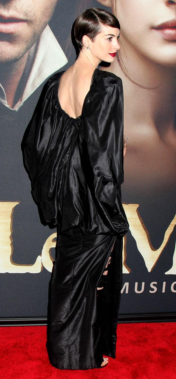 Miserables-Anne-Hathaway-vestido-por-atras