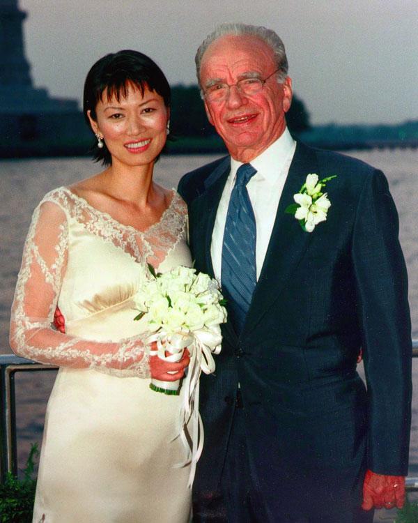 Rupert Murdoch y Wendi Deng el día de su boda