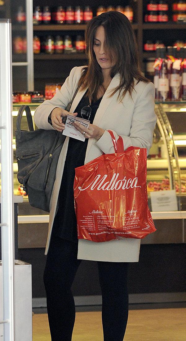 Nagore Aramburu de compras en su barrio de Madrid