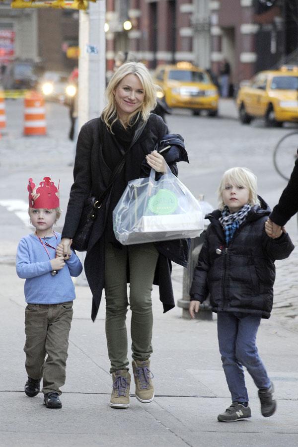 Naomi-Watts-y sus hijos Sam y Sasha