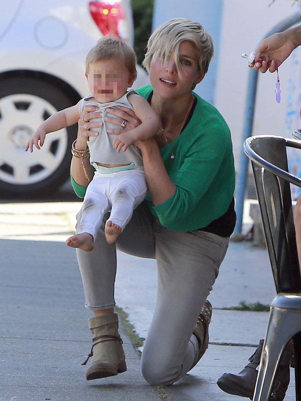 Ass jeans mama e hija culonas 2o dia - 2 part 7