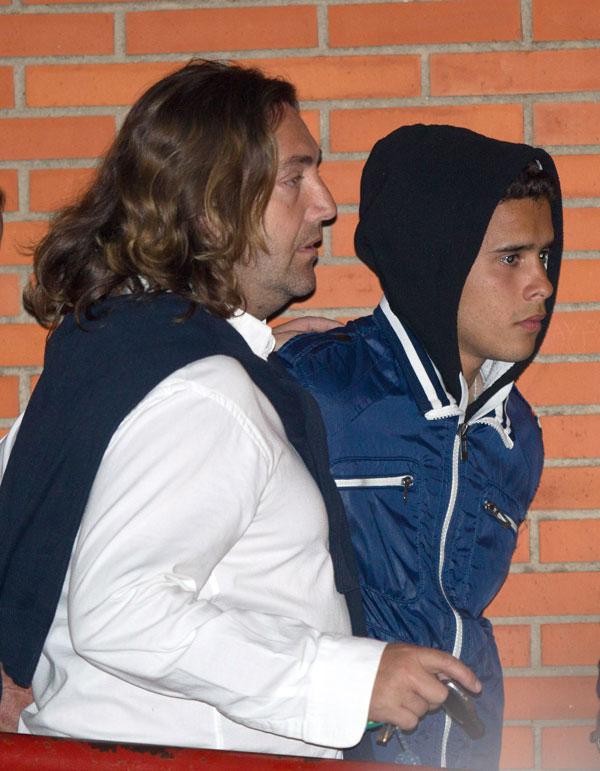 """JOSE FERNANDO ORTEGA JUNTO A GLORIA CAMILA ORTEGA Y PEPE GOMEZ """" EL MARISMEÑO """" SALIENDO DE LA CARCEL DE SEVILLA 14/03/2014"""