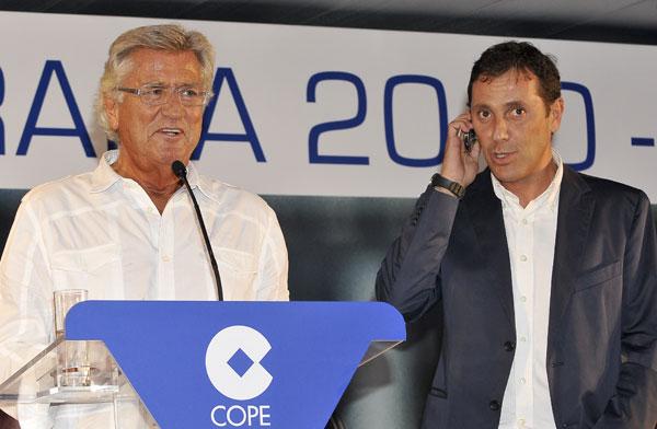EL PERIODISTA PACO GONZALEZ DURANTE LA PRESENTACION DEL EQUIPO DE DEPORTES DE CADENA COPE 26/08/2010 MADRID , ESPAÑA