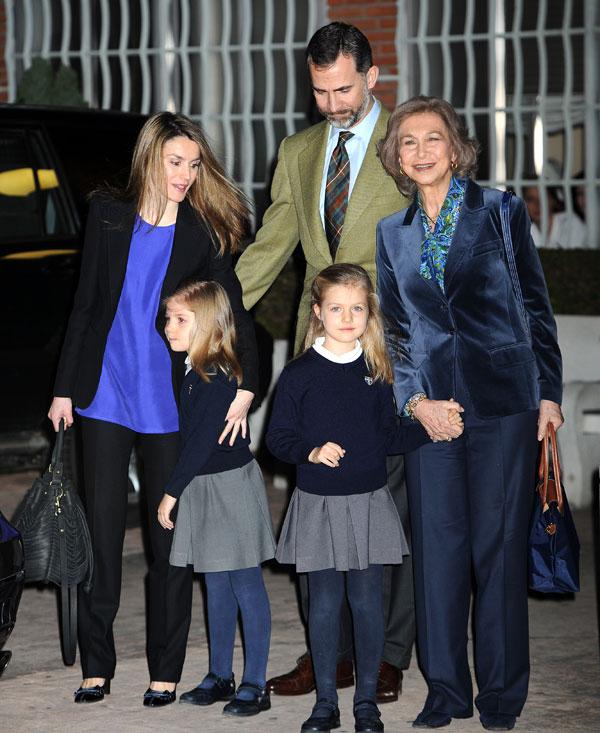 Los príncipes de Asturias, la reina y las infantas, Leonor y Sofía, en La Milagrosa