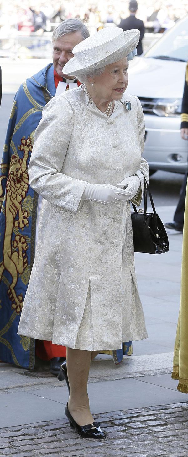 Isabel II a su llegada a Westminster para la misa de celebración del 60 aniversario de su coronación