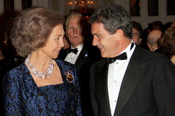 La reina Sofía y Antonio Banderas en la gala de las medallas de oro Reina Sofía en el Waldorf Astoria de Nueva York