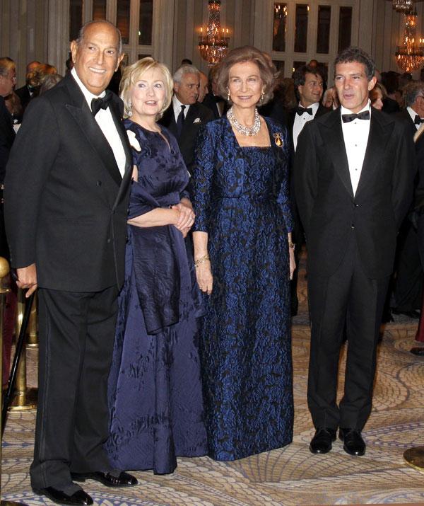 Oscar de la Renta, Hillary Clinton, la reina doña Sofía y Antonio Banderas en la gala de las medallas de Oro del Instituto Reina Sofía de Nueva York