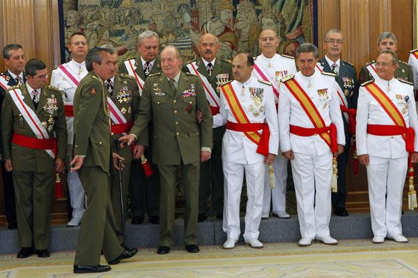 Rey-con-militares el pasado 12 de septiembre