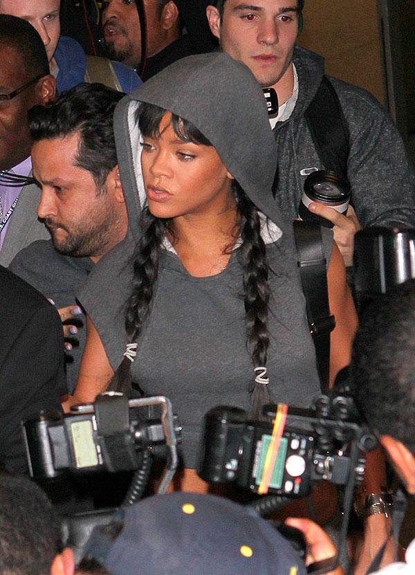 29 de marzo 2014. Rihanna volvió a Los Angeles en medio de la locura paparazzi.